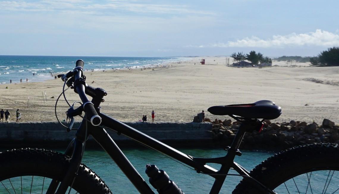 A praia do Camacho e o canal