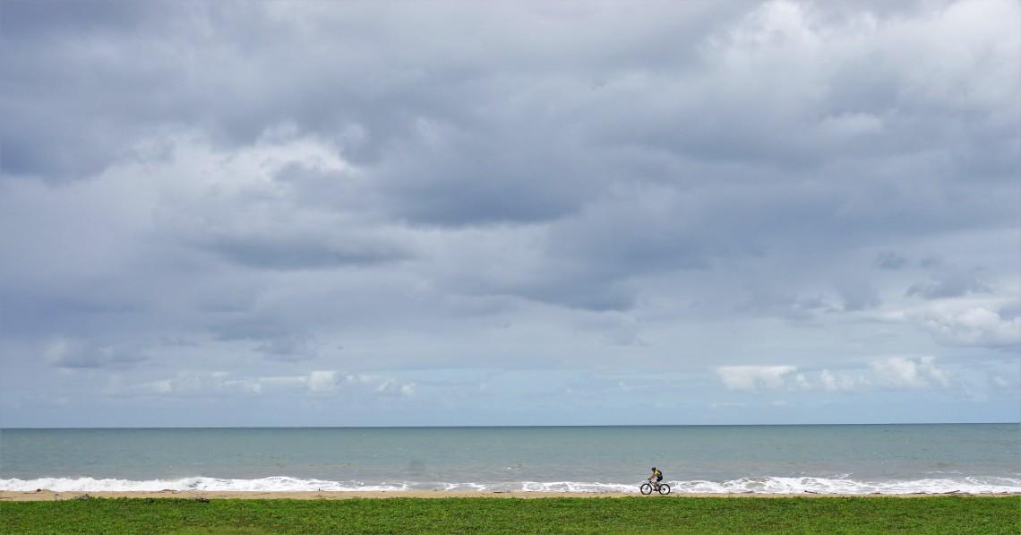 Ciclista e o mar