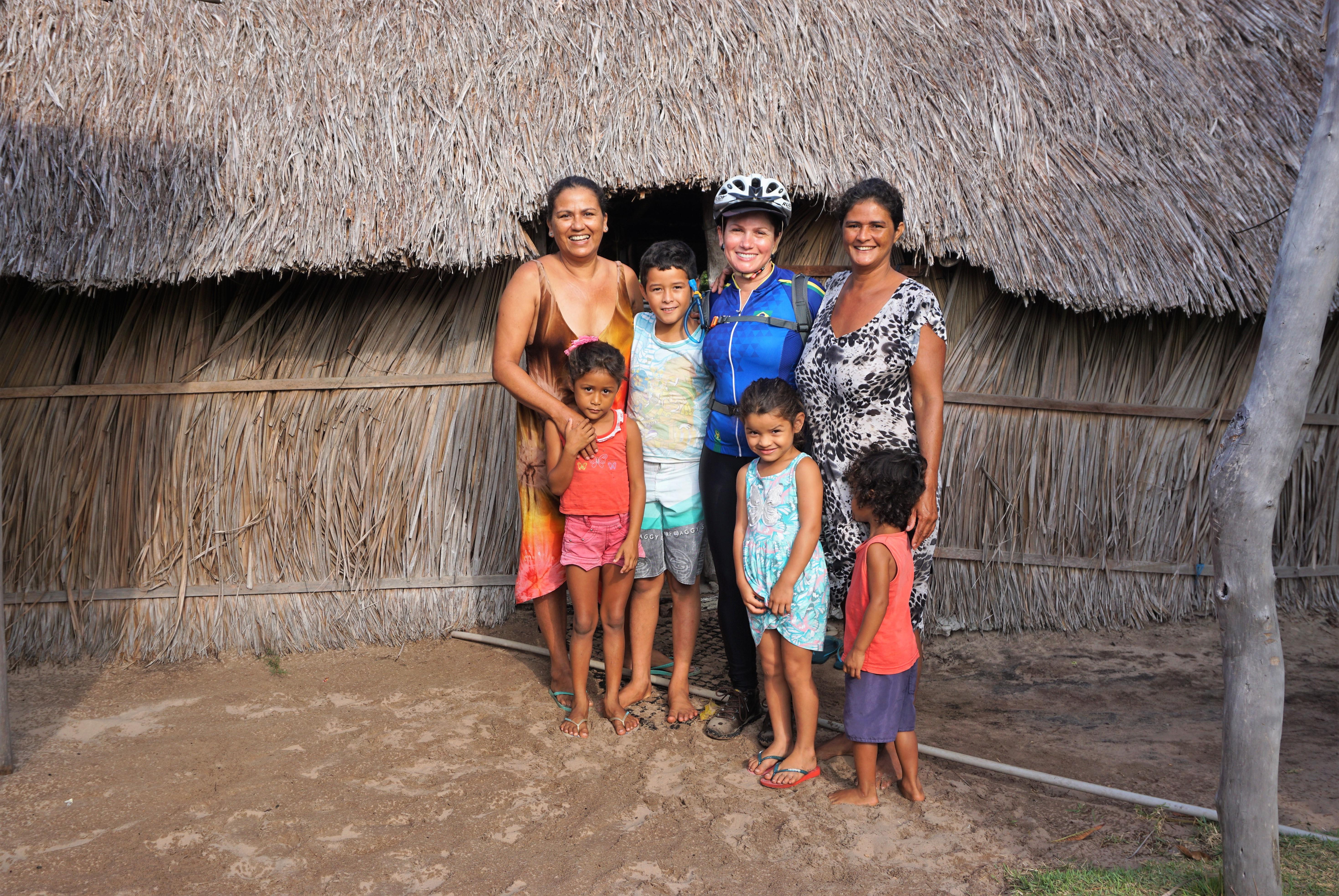 Fernanda (esq), Dona Maria de Jesus (dir) e as crianças